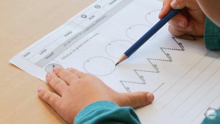Vidéo : Calligraphie à 4 ans (1)