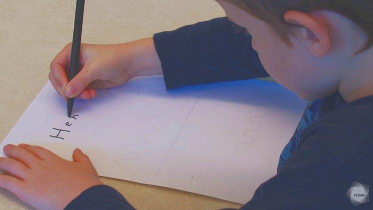 Vidéo : Écriture du prénom à 5 ans (1)