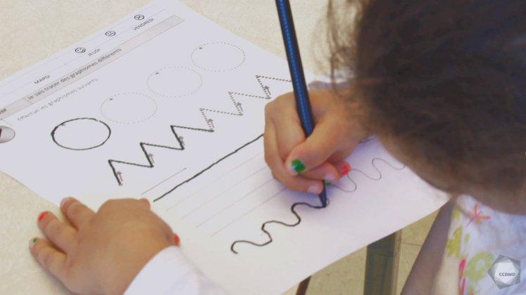 Vidéo : Calligraphie à 5 ans (1)