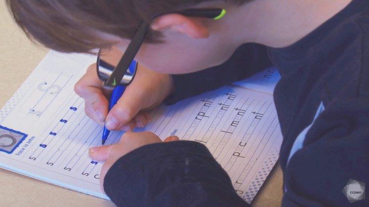 Vidéo : Calligraphie des lettres à 6 ans (2)