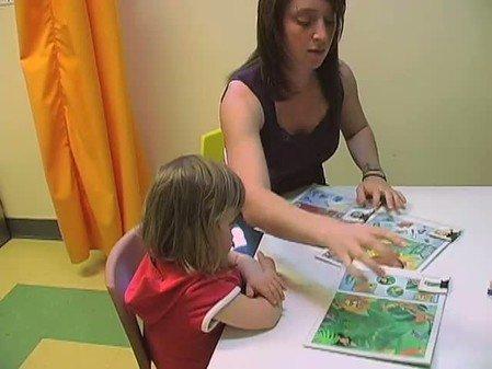 Vidéo : Stimulation du langage d'une enfant trisomique : Florence dans une tâche d'appariement